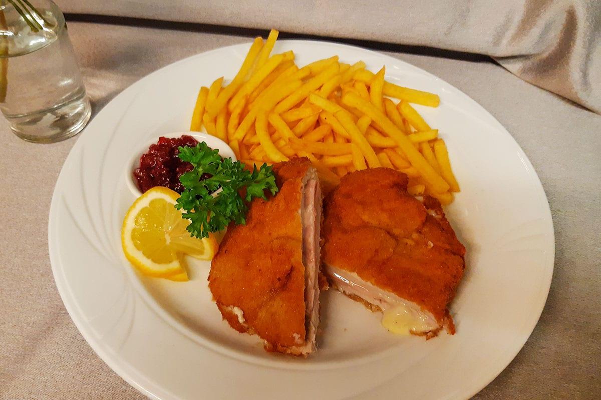 Cordon Bleu, Schnitzeltag – Speisen & Getränke im Restaurant Forstauerwirt in Forstau, Pongau