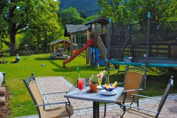 Garten mit Sitzgelegenheit - Inklusivleistungen im Hotel & Gasthof Forstauerwirt, Forstau, Salzburger Land