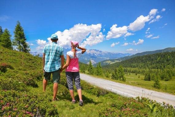 Wandern im Sommerurlaub auf der Fageralm